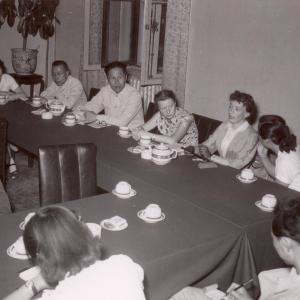 Нина Александровна Дмитриева в Китае. Слева Н.А.Виноградова. 1957. Фото из архива семьи Н.А. Дмитриевой